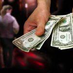 Бизнес на людях: семейная пара заставляла молдаванок заниматься проституцией в Турции