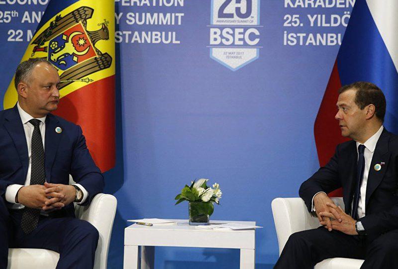 Додон написал Медведеву: президент взял под личный контроль урегулирование проблемы с транспортировкой молдавской продукции через Украину (ФОТО)