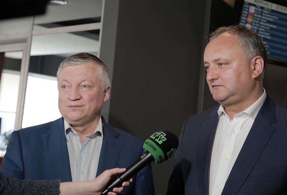 По приглашению Додона в Молдову прибудет легендарный шахматист Карпов
