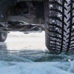 ДТП в Буджаке: из-за наледи на дороге легковушка протаранила столб