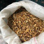 Предприимчивые молдаванки попались на границе на контрабанде ядра грецкого ореха