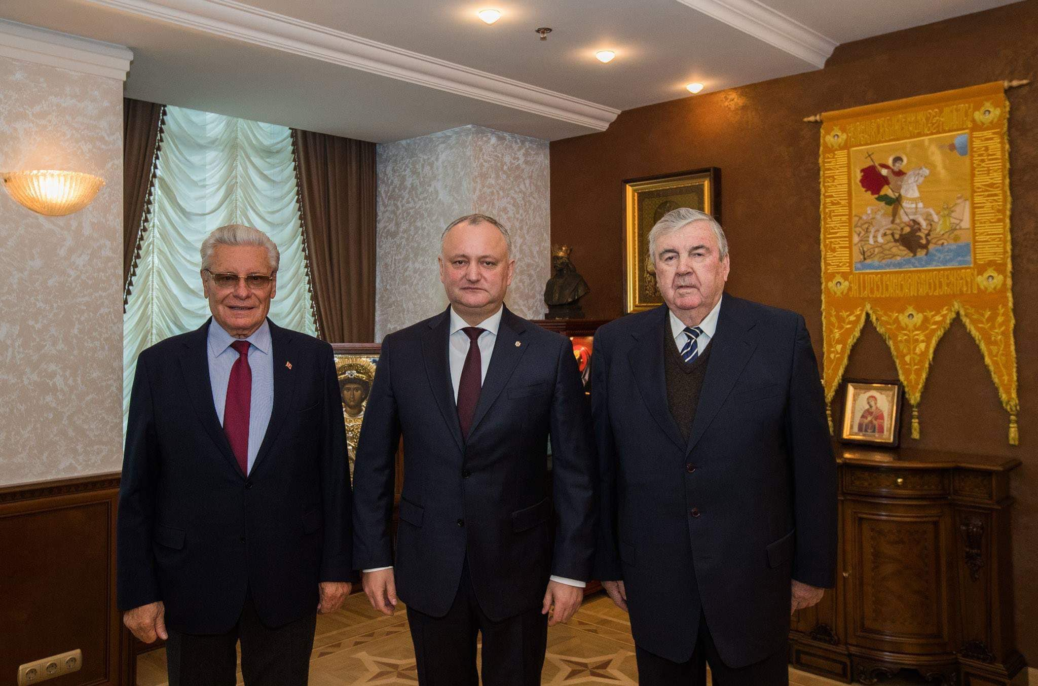 Сказано – сделано: Додон пригласил в отремонтированную президентуру своих предшественников (ФОТО)