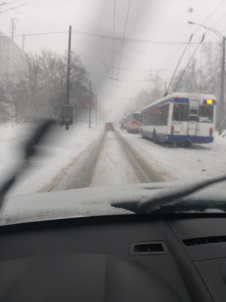 Несколько троллейбусов застряли на Хынчештском шоссе