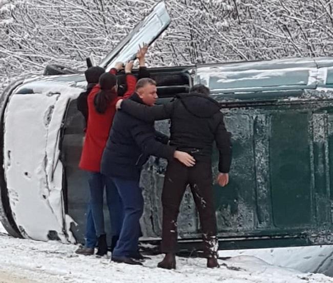 Социалист Геннадий Митрюк пришёл на помощь людям, попавшим в ДТП (ФОТО)