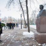 Президент возложил цветы к бюсту Михая Эминеску (ФОТО)