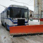 Все средства хороши: на очистку столичных дорог от снега вывели даже троллейбус (ФОТО)