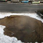 На Ботанике в результате коммунальной аварии образовался настоящий термальный источник (ФОТО)