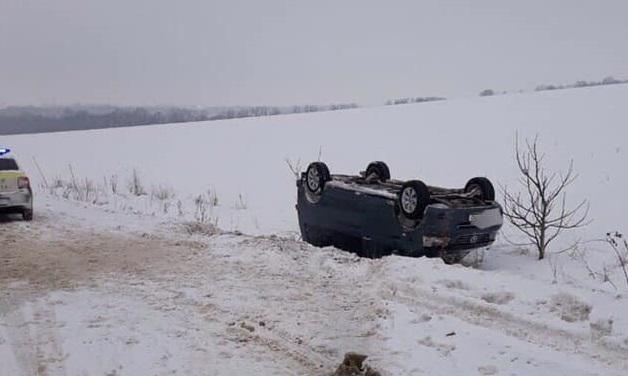 В Шолданештах автомобилист не справился с управлением и перевернулся на крышу (ФОТО)