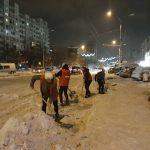 Молодогвардейцы пришли на помощь водителям, застрявшим в снегу (ФОТО)