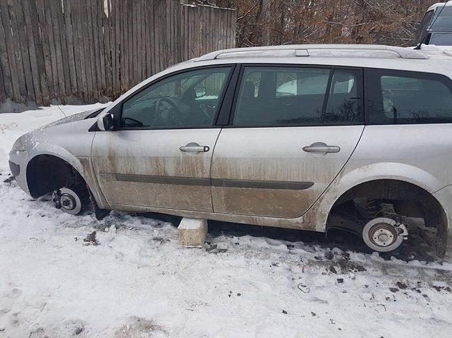Привет из 90-ых: в Кишинёве орудуют воры, которые оставляют машины без колёс (ФОТО)