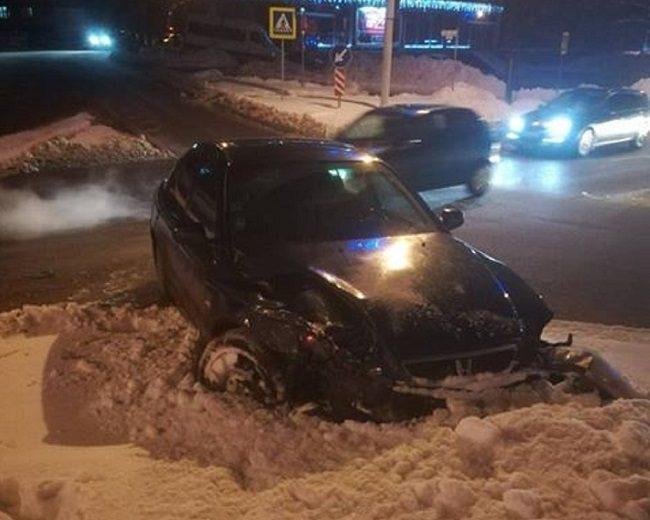 Пьяный сотрудник автосервиса сбил пешехода и устроил ДТП на угнанном авто (ФОТО)