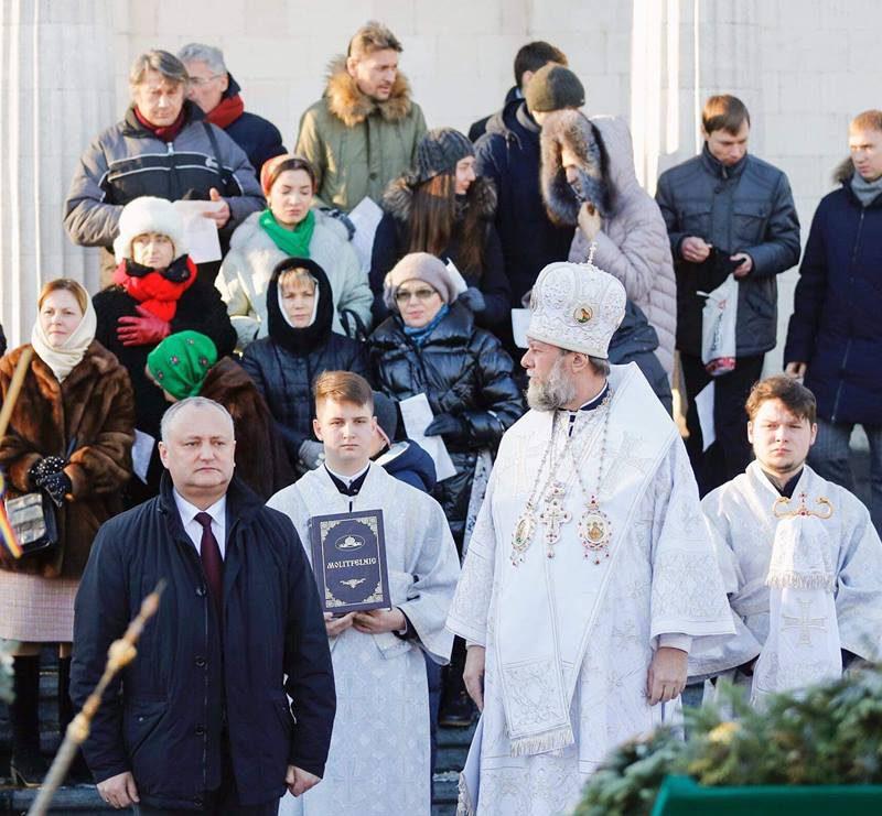 Додон поздравил православных верующих с Крещением (ФОТО)