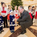 Десятки воспитанников столичного детдома посетили отремонтированное здание президентуры (ФОТО)