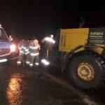 10 автомобилей застряли в снегу на трассах за последние сутки
