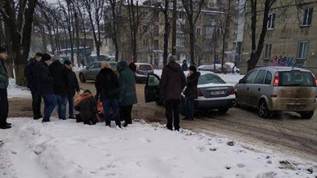 """ДТП на Ботанике: автомобиль сбил 9-летнюю девочку на """"зебре"""" (ФОТО)"""