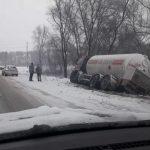 Авария в Аненах: автоцистерна слетела в кювет (ФОТО)