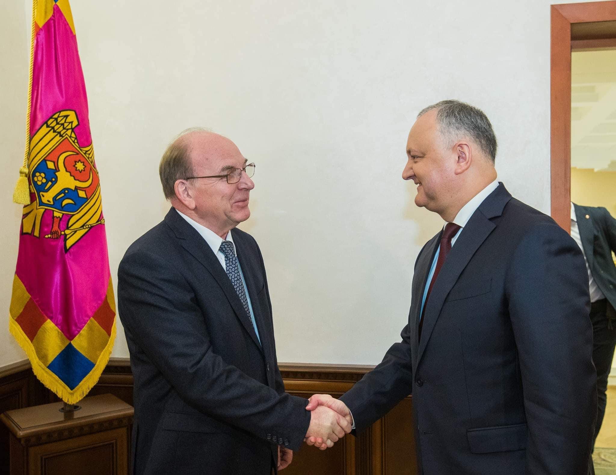 Додон обсудил предстоящий визит в РФ с послом России в Молдове