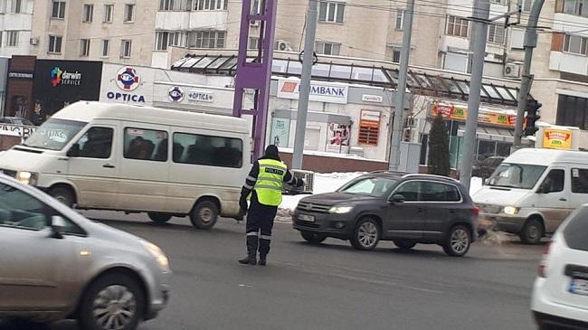 С сегодняшнего дня на самых оживлённых перекрёстках столицы в часы пик будут дежурить больше патрульных