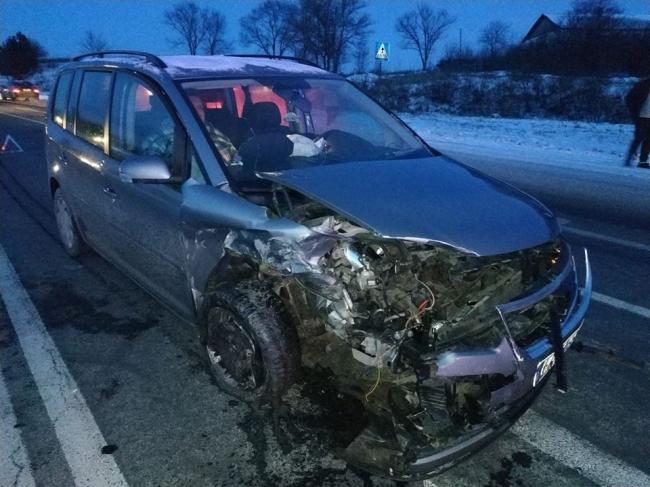 ДТП на трассе Кишинёв-Хынчешты: машины всмятку, три человека пострадали (ФОТО)