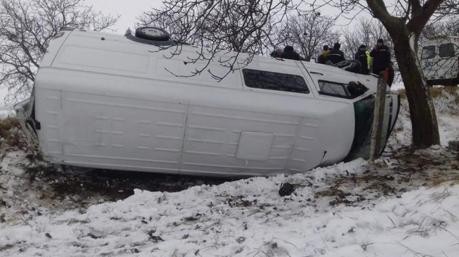 Микроавтобус с пассажирами перевернулся на трассе Тараклия – Кагул (ФОТО)