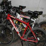 Несовершеннолетнего жителя столицы задержали за серию краж велосипедов (ВИДЕО)