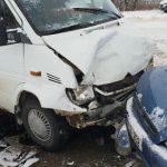 Страшное ДТП на трассе Оргеев-Резина: легковушка выехала на встречку и врезалась в пассажирский микроавтобус (ФОТО)