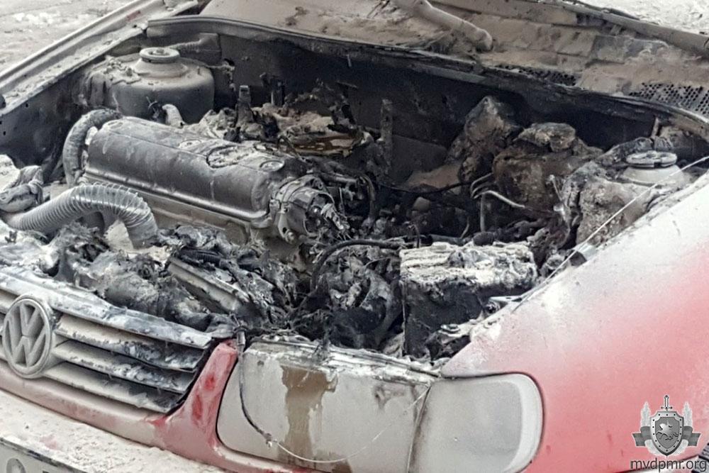 Из-за короткого замыкания в Тирасполе загорелась иномарка
