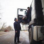 Молдаванина с поддельными правами задержали при въезде в страну
