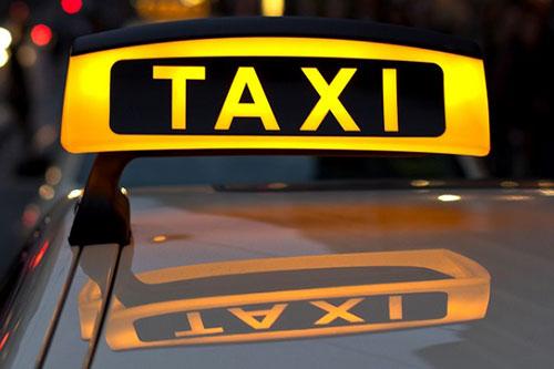 Недовольные услугой такси бендерчане избили водителя и повредили машину