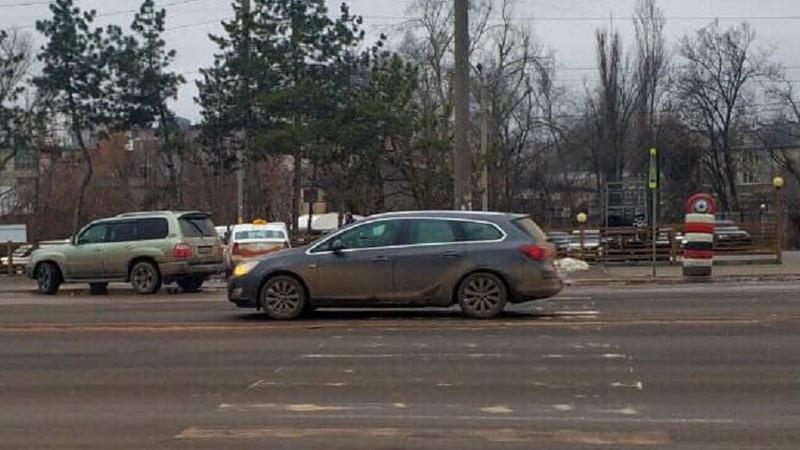 """В столице автомобиль сбил переходившего дорогу на """"зебре"""" мужчину"""