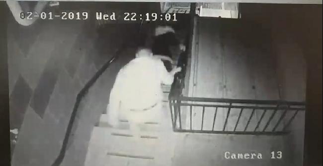Задержан подозреваемый, столкнувший жительницу столицы с лестничной площадки (ВИДЕО)