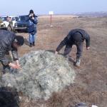 Восемь браконьеров незаконно наловили 45 кг рыбы в озере заповедника и были пойманы пограничниками (ФОТО)