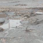 Дороги усыпаны ямами: столичные водители составили топ самых аварийных секторов (ВИДЕО)