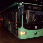 Пассажиры бендерского троллейбуса напуганы: во время движения загадочным образом треснуло стекло (ФОТО)