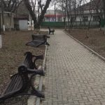 Вандалы устроили погром в парке Вулканешт: повалены все скамейки (ФОТО)