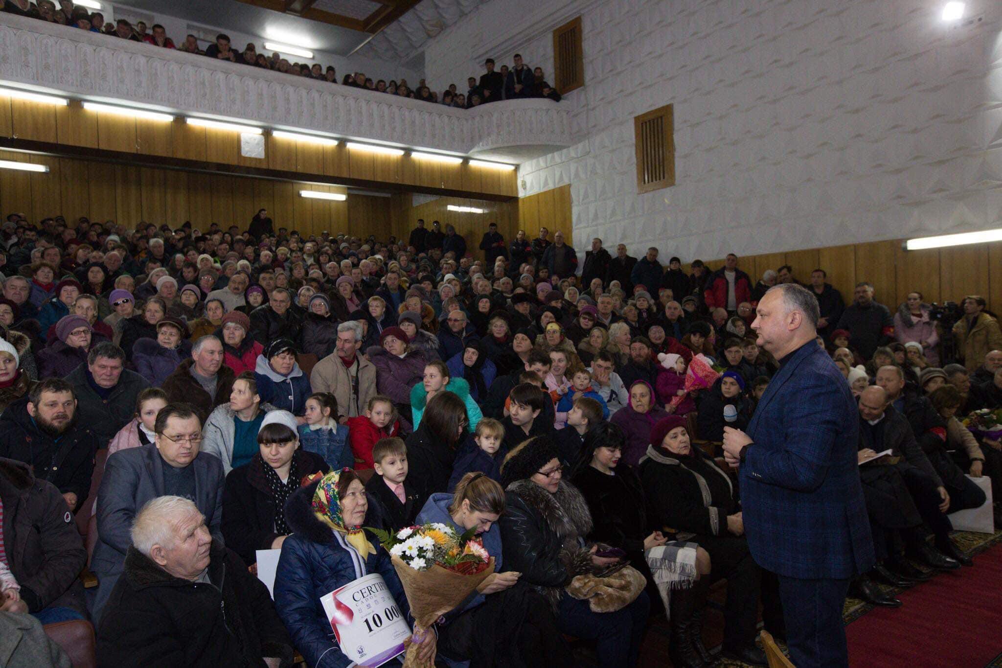 Ажиотаж на встрече с президентом в Окнице: беседа проходила в переполненном зале (ФОТО)