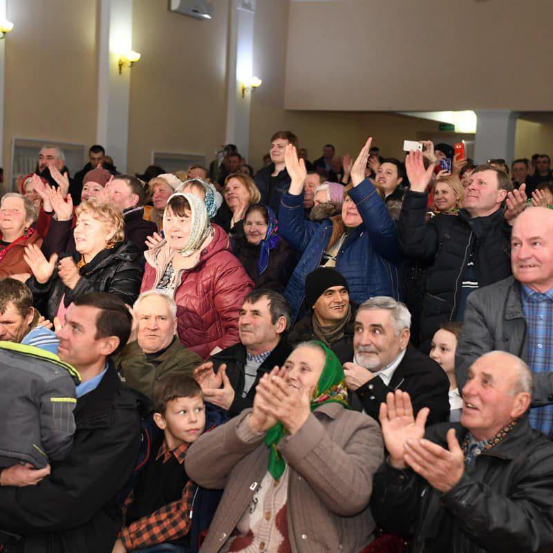 В переполненном зале прошла встреча президента с жителями Фалешт (ФОТО, ВИДЕО)