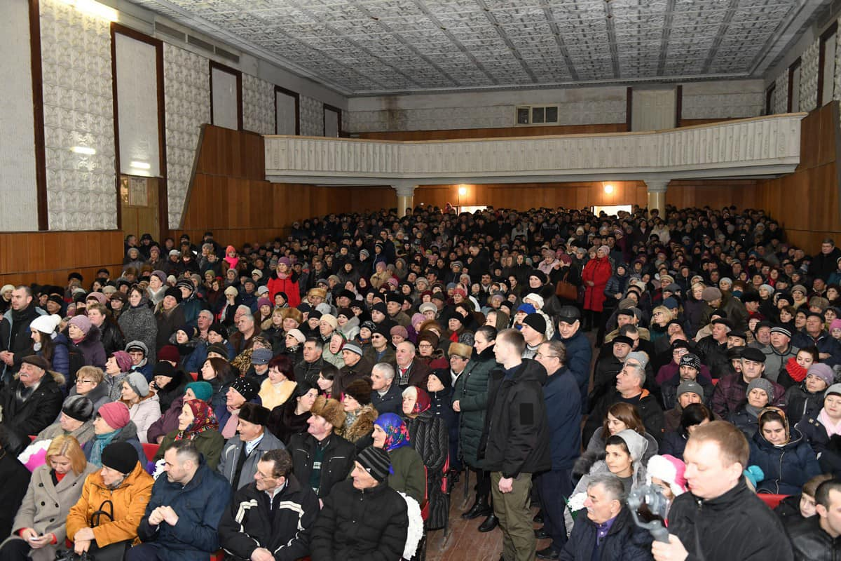 И снова полный зал: более 800 граждан пришли на встречу с президентом в Вулканештах (ФОТО)