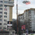 (ОБНОВЛЕНО) В центре столицы девушка грозится выброситься из окна (ФОТО)