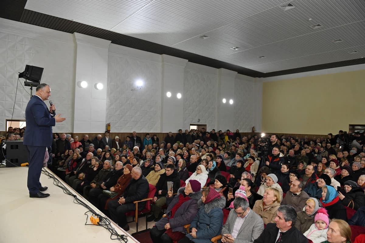 Сотни граждан и двухчасовая беседа: Игорь Додон встретился с жителями Бричан (ВИДЕО, ФОТО)