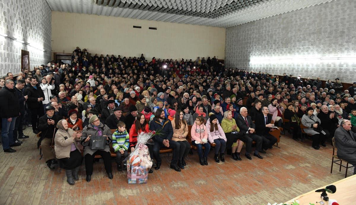 Более 800 человек пришли на встречу с Додоном в Единцах (ВИДЕО, ФОТО)