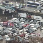 В шаге от трагедии: в Кишиневе микроавтобус с пассажирами чуть не упал с Измаильского моста (ВИДЕО, ФОТО)