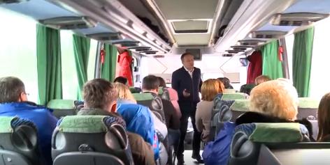 """И смех, и грех: комфортабельный автобус демократов не выдержал испытания """"хорошими дорогами"""" (ВИДЕО)"""