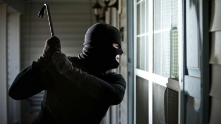 Полиция ищет воров, избивших и ограбивших пожилую пару из Сынжерей