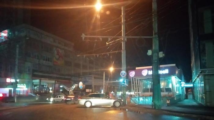 И снова ДТП: иномарка протаранила столб на Рышкановке (ФОТО)