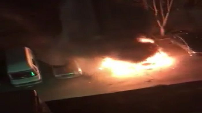 На Ботанике этой ночью сгорела припаркованная во дворе машина