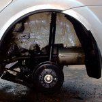 Таксист случайно проколол колесо служебного автомобиля и заменил его украденным