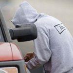 Рыбничанин задержал юных нарушителей в момент, когда они попытались угнать его авто