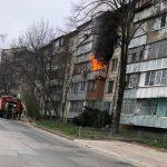 На Буюканах загорелась квартира: густой дым повалил с балкона (ВИДЕО)