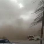 Ветер устроил погром в Молдове: очевидец запечатлел, как пыльная буря накрыла Фалешты (ВИДЕО)